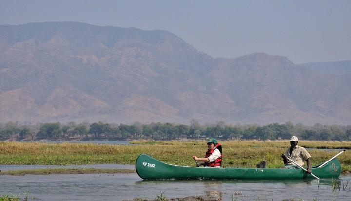 Zambezi canoeing, Zambia in th ebackground