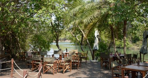 dining deck at kaingu safari lodge