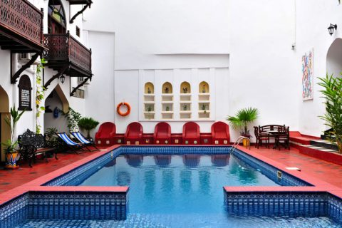 dhow palace hotel, swimming pool