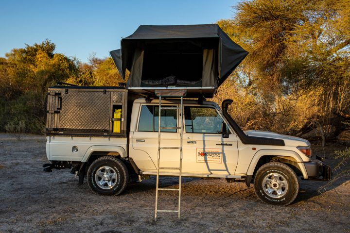 Toyota-Landcruiser-with-rooftop-tent